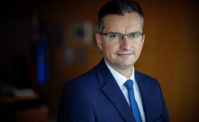 Tako Banka Slovenije kot banke bi morali narediti korak nazaj in skupaj pripraviti ukrepe, ki bodo temeljili na realnih predpostavkah in realnem življenju, je prepričan premier Šarec. Foto Uroš Hočevar