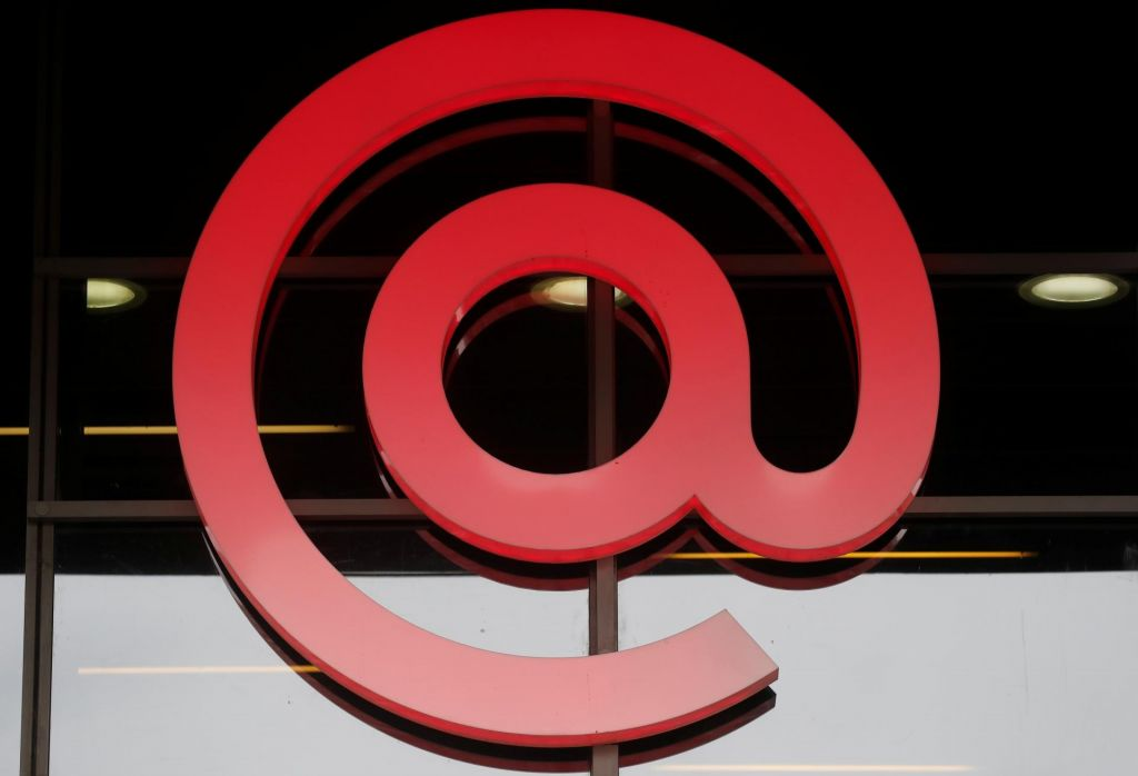 E-pošta s štirimi klicaji