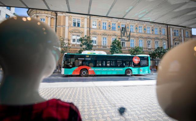 Za 33 novih avtobusov in električnega kavalirja so na MOL in v LPP skupaj odšteli 9,3 milijona evrov (z DDV).<br /> Foto Blaž Pogačar