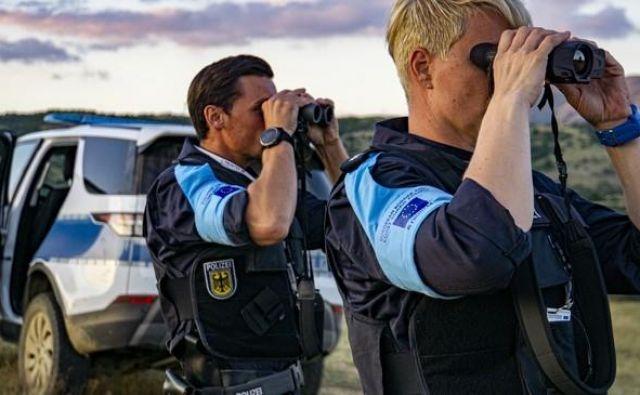 Sedaj v Frontexovih enotah sodelujejo policisti, napoteni iz držav članic EU, kmalu pa bo imel Frontex lastne enote mejne in obalne straže. Foto Frontex