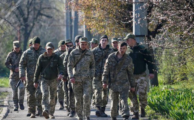 Umik vojske z razmejitvene črte je bil eden od ruskih pogojev za pripravo vrhunskega srečanja normandijske skupine držav. FOTO: Reuters