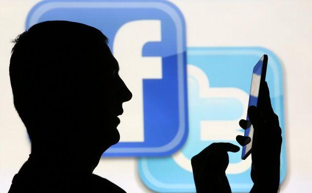Na facebooku bodo še naprej objavljali plačane politične oglase, na twitterju jih bodo kmalu prenehali. FOTO: Reuters
