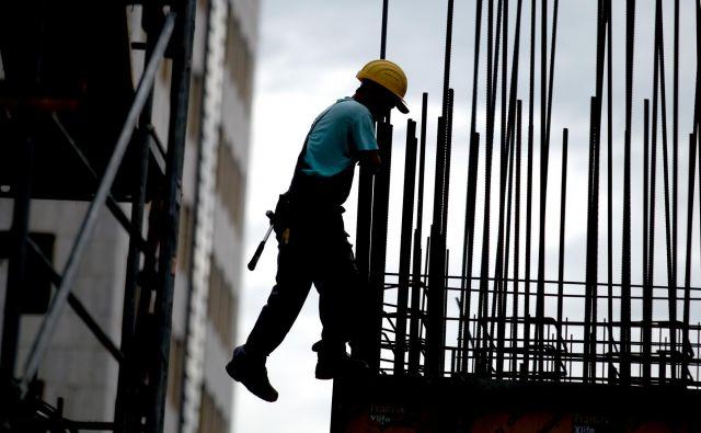 Izplačilo plače in regresa za letni dopust je neodtujljiva pravica delavcev. FOTO: Roman Šipić/Delo