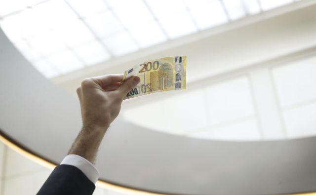 Naložbe v lastniški kapital so medtem ob polletju dosegle 16,5 milijarde evrov in se vrednostno v enem letu povečale za 1,6 milijarde evrov. FOTO: Leon Vidic/Delo