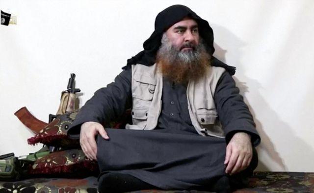 Islamska država je smrtAbuja Bakra al Bagdadija potrdila na medijskem kanaluAl Furkan. Potrdila je tudi smrt svojega drugega visokega člana, Abuja Hasana al Muhadžirja, ki je prihajal iz Savdske Arabije.FOTO: Reuters