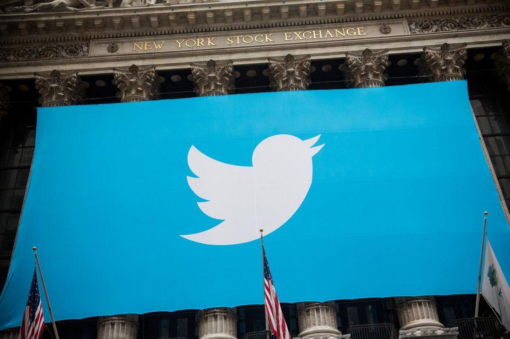 Twitterjev prst v oko šefu Facebooka - konec je s političnim oglaševanjem