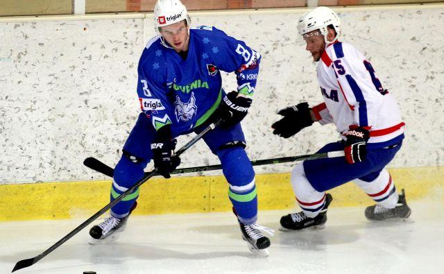 Eden vodilnih slovenskih hokejistov Žiga Jeglič se po februarju 2018 vrača med rise. FOTO Roman Šipić/Delo