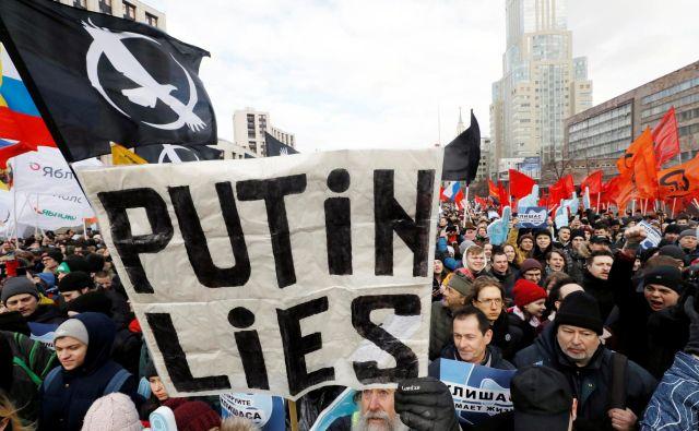 Po potrditvi predloga zakonaso v Moskvi marca izbruhnili protesti. FOTO: Shamil Zhumatov Reuters
