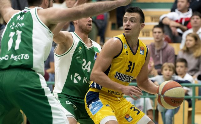Žan Mark Šiško se je v Novem mestu izkazal z 11 točkami, 7 skoki in 12 asistencami. FOTO: ABA