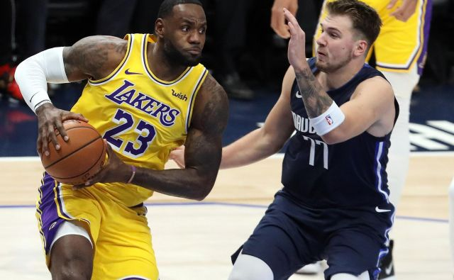 LeBron James in Luka Dončić Foto Ronald Martinez Afp