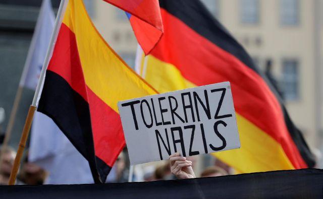 Podporniki gibanja Pegida na septembreskem shodu. FOTO: David W Cerny/Reuters