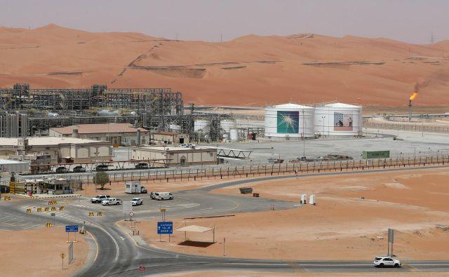 Naftno črpališče podjetja Aramco FOTO: Ahmed Jadallah Reuters