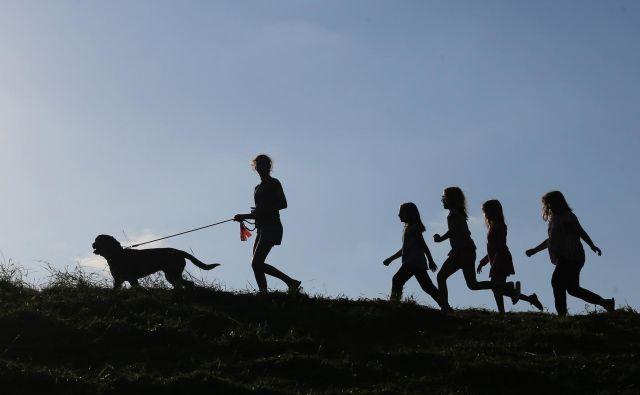 Pomembno je, da si mladi najdejo aktivnosti, ki jih veselijo in niso povezane s spletom. FOTO: Tomi Lombar