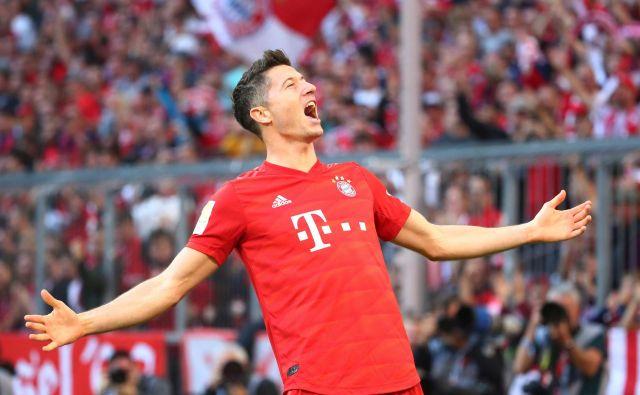 Lewandowski je v desetih krogih bundeslige za Bayern dosegel že 14 golov in postal prvi nogometaš v Nemčiji, ki je zadel prav na vseh uvodnih desetih tekmah sezone. FOTO: Reuters