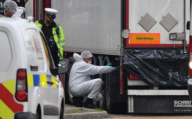 Petindvajsetletnega voznika tovornjaka, v katerem so bila trupla, so aretirali 23. oktobra in obtožili ubojev, pranja denarja in pomoči pri nezakonitih prebegih. FOTO: Ben Stansall/AFP