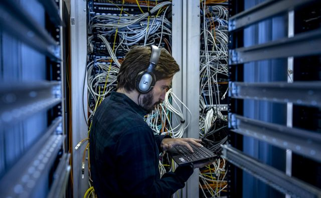 V EU je vzpostavljen eden najbolj zaščitnih sistemov, kjer je pravica do varstva osebnih podatkov ena temeljnih pravic, v ZDA pa je to področje manj urejeno. Še več, do osebnih podatkov iz EU imajo dostop ameriški obveščevalci. FOTO: Voranc Vogel