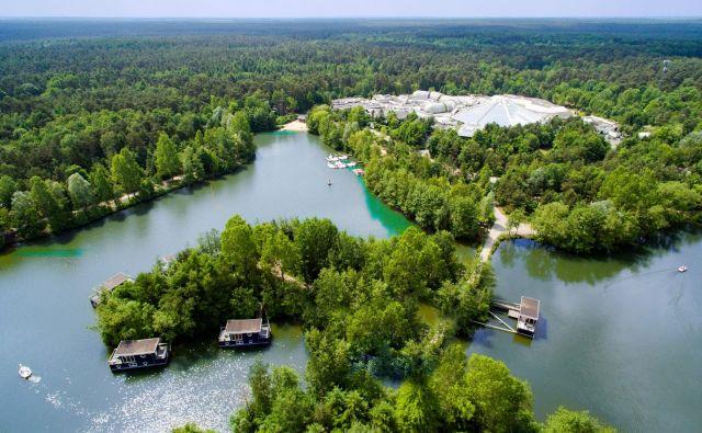 Parki dejavnosti so zasnovani v sozvočju z naravo, sredi gozdov ali obsežnih zelenih območij, daleč od mestnega hrupa in gneče. FOTO: Bispinger Heide