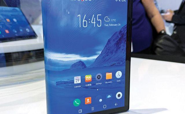 Universal Display razvija tehnologijo, ki omogoča upognjene zaslone. FOTO: Universal Display