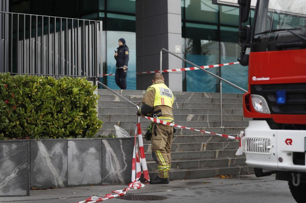 FOTO:Bel prah, poslan na ministrstvo za delo, ni bil nevaren