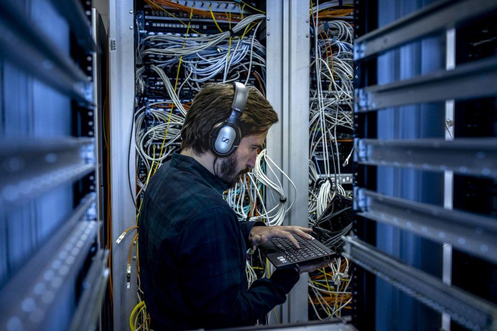 FOTO:Je problem, da podatki javnih uslužbencev romajo čez lužo?