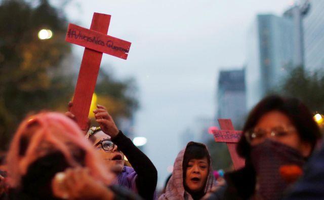 Ženske so pred nekaj dnevi na ulicah mehiške prestolnice protestirale proti nasilju nad predstavnicami nežnejšega spola. FOTO: Carlos Jasso/Reuters