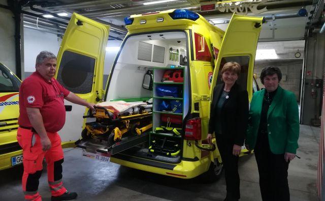 V Zdravstvenem domu Idrija bodo danes simbolično dobili tudi ključe novega reševalnega vozila, ki sta ga občini Idrija in Cerkno sofinancirali s sredstvi pristojnega ministrstva, del sredstev pa bo prispeval ZD Idrija. FOTO: Anja Intihar