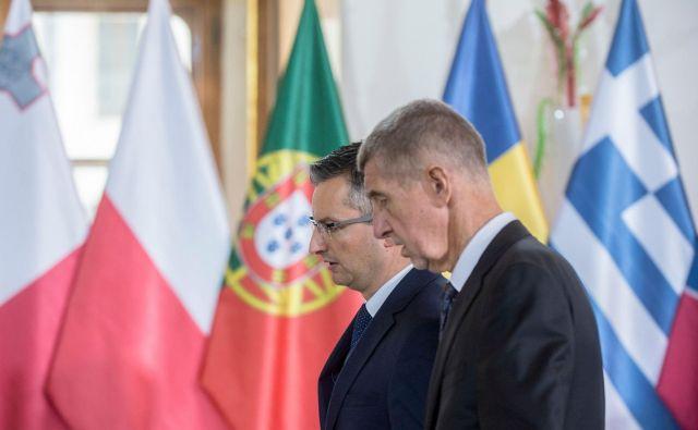 Marjan Šarec ob češkem premieru Babišu, gostitelju vrha neto prejemnic razvojnih sredstev iz evropskega proračuna v Pragi. FOTO: AFP