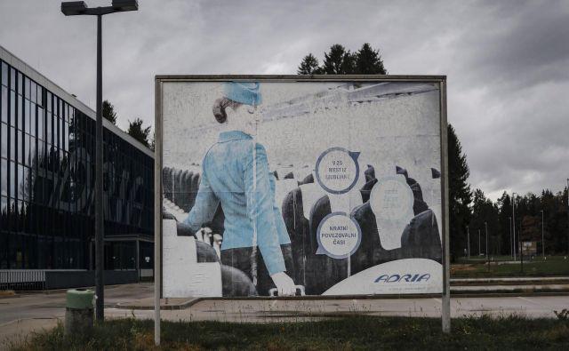 Do konca oktobra se je na zavod vpisalo 329 delavcev Adrie Airways od 558, kolikor jih je bilo zaposlenih ob stečaju; največ je stevardov, pilotov, kontrolorjev zračnega prometa in komercialnih zastopnikov za prodajo. Foto Leon Vidic/Delo