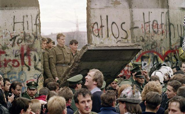 Morda se zdi paradoksalno, vendar se Orbán in stranka, kot je Levica, strinjata, da je bil izvorni greh leta 1989 sledenje zahodnemu modelu evropskosti. FOTO: Gerard Malie/AFP