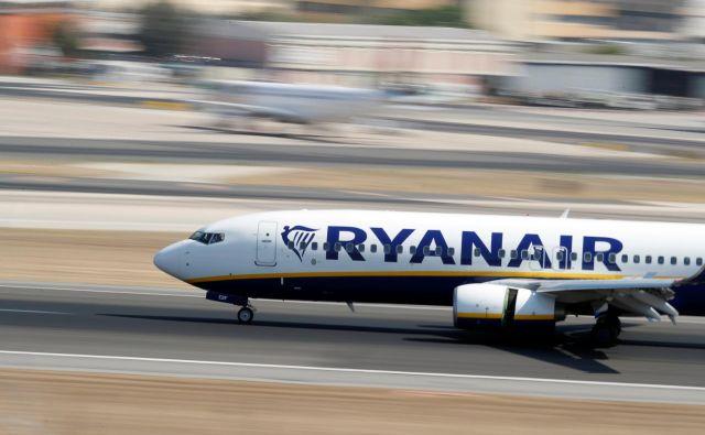 Ryanair ima 450 boeingov 737, na treh so našli razpoke. FOTO: Rafael Marchante/Reuters