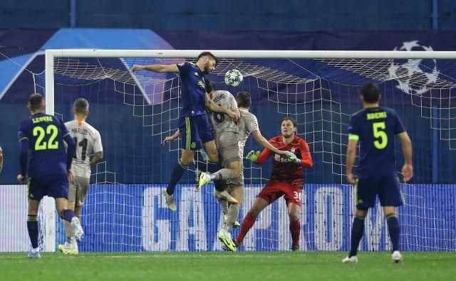 Dinamov napadalec Bruno Petković je takole izničil zaostanek proti Šahtaru, toda ukrajinski serijski državni prvak se je zadnji smejal v zagrebški srhljivki. FOTO: Reuters