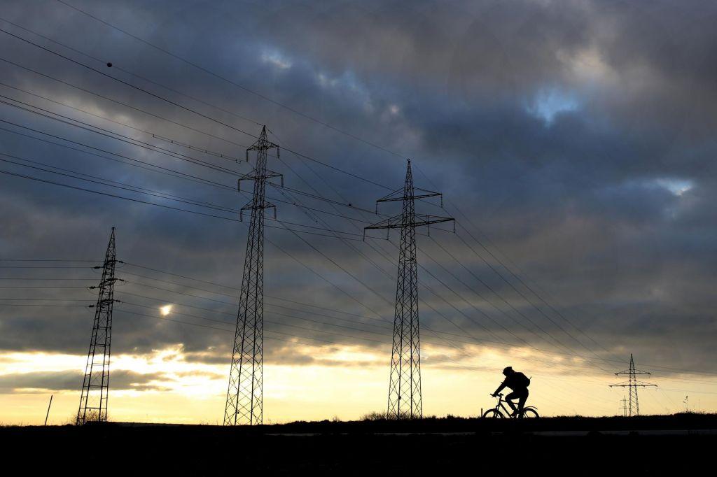 Brez elektrike ostalo več kot 50 tisoč odjemalcev