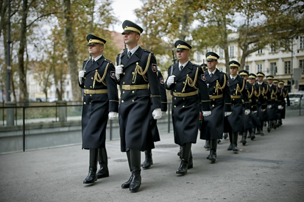 Sindikat vojakov tik pred porazom v plačni vojni
