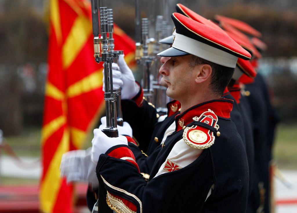 Nato bo tolažilna nagrada Skopju