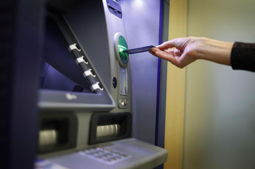 Nenznanci razstrelili bankomat na Škofijah