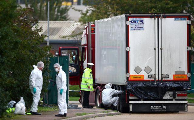 Tovornjak je v Veliko Britanijo prispel iz Zeebruggeja v Belgiji prek pristanišča Purfleet na Temzi. FOTO: Hannah Mckay/Reuters