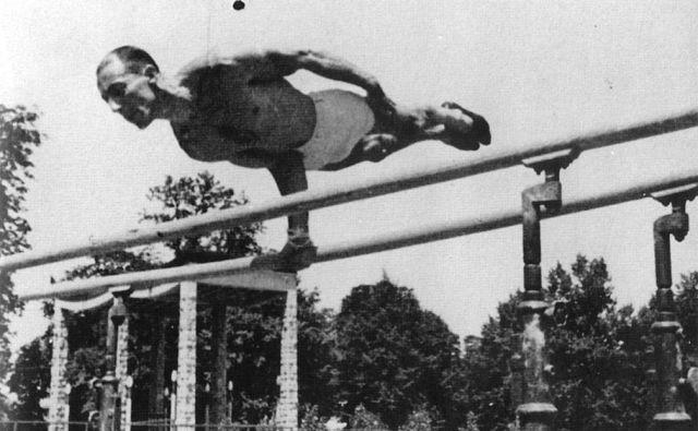 Leon Štukelj med OI v Parizu 1924., na katerih je osvojil zlati kolajni na drogu in v mnogoboju. FOTO: Arhiv Dela