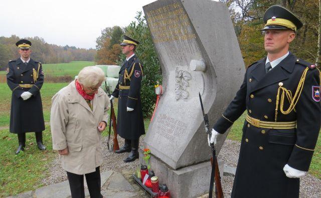 Legendarnemu komandantu so se poklonili tudi slovenski vojaki. FOTO: Bojan Rajšek/Delo