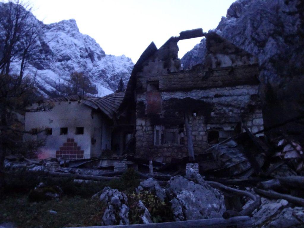 FOTO:Pogorel dom na Okrešlju: V celjskem PD ostali brez dveh planinskih koč