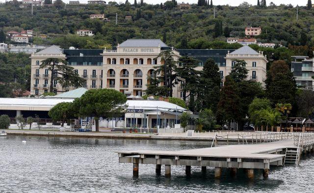 Hotel Kempinski Palace je bil do zdaj brez lastne plaže. Njihovi gostje so uporabljali plažo hotelov LifeClass Portorož. FOTO: Aleš Černivec