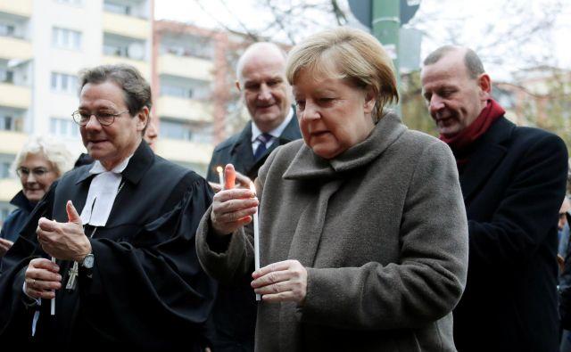 Angela Merkel na slovesnosti ob obletnici padca zidu. FOTO: Fabrizio Bensch/Reuters