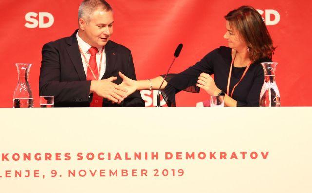 Iz Velenja s kongresa SD njeni predstavniki pozivajo premiera k čimprejšnjemu pogovoru o tem, kako bo šla njegova koalicija naprej. FOTO: Tomi Lombar/Delo