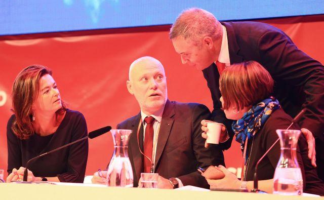 SD je ujeta v koalicijo, radikalizirati se ne more, saj bi jo za povzročitev padca vlade volivci kaznovali, pravi Milan Brglez (v sredini), predsednik konference SD in morda tudi novi šef SD. FOTO: Tomi Lombar
