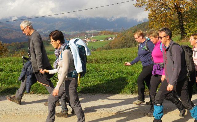 S Preske nad Kostrevnico se je odprl čudovit pogled na bližnje dolenjske hribčke.FOTO: Bojan Rajšek/Delo