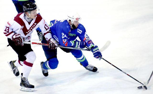 Rok Tičar je bil najučinkovitejši ris, že na premieri turnirja z Latvijo je zabil dva gola. FOTO: Roman Šipić/Delo