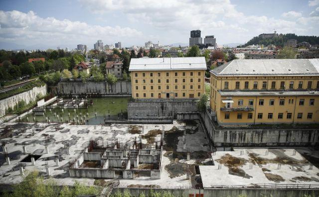 Gradbena jama na območju Tobačne, v Ljubljani, 25. aprila 2019. [gradbene jame,gradnje,investicije,stanovanja,Tobačna] Foto Uroš Hočevar