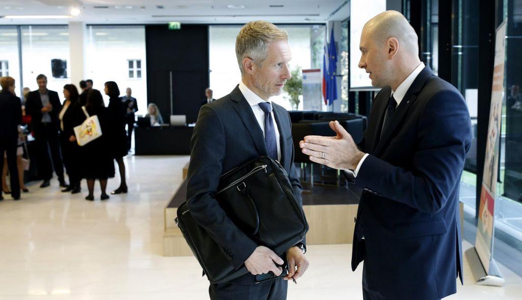 Bančniki kritično o ukrepih in pozivajo k dialogu