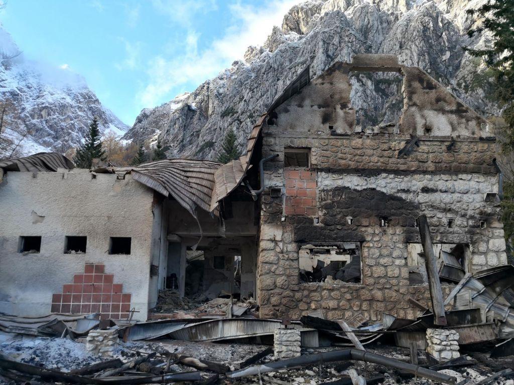 FOTO:Pred pomladjo obnove Frischaufovega doma na Okrešlju ne bo