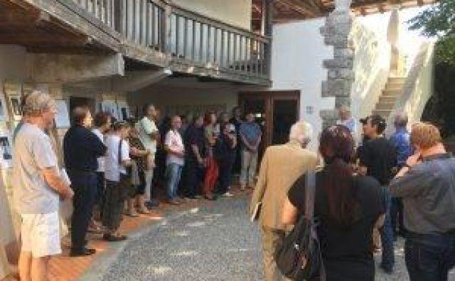 Na dan, ko se je v Ajdovščini odvijala proslava na obletnico priključitve Primorske k Jugoslaviji, se je odvijala tudi slovesnost vaščanov Kosovelj na Krasu in ožjih in širših sorodnikov Leopolda Jurce. Foto spletna stran Vipavska.info