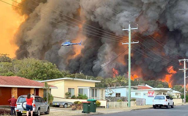 Harrington, 335 kilometrov severnovzhodno od Sydnyja, na udaru plamenov. FOTO: Kelly-ann Oosterbeek/Afp